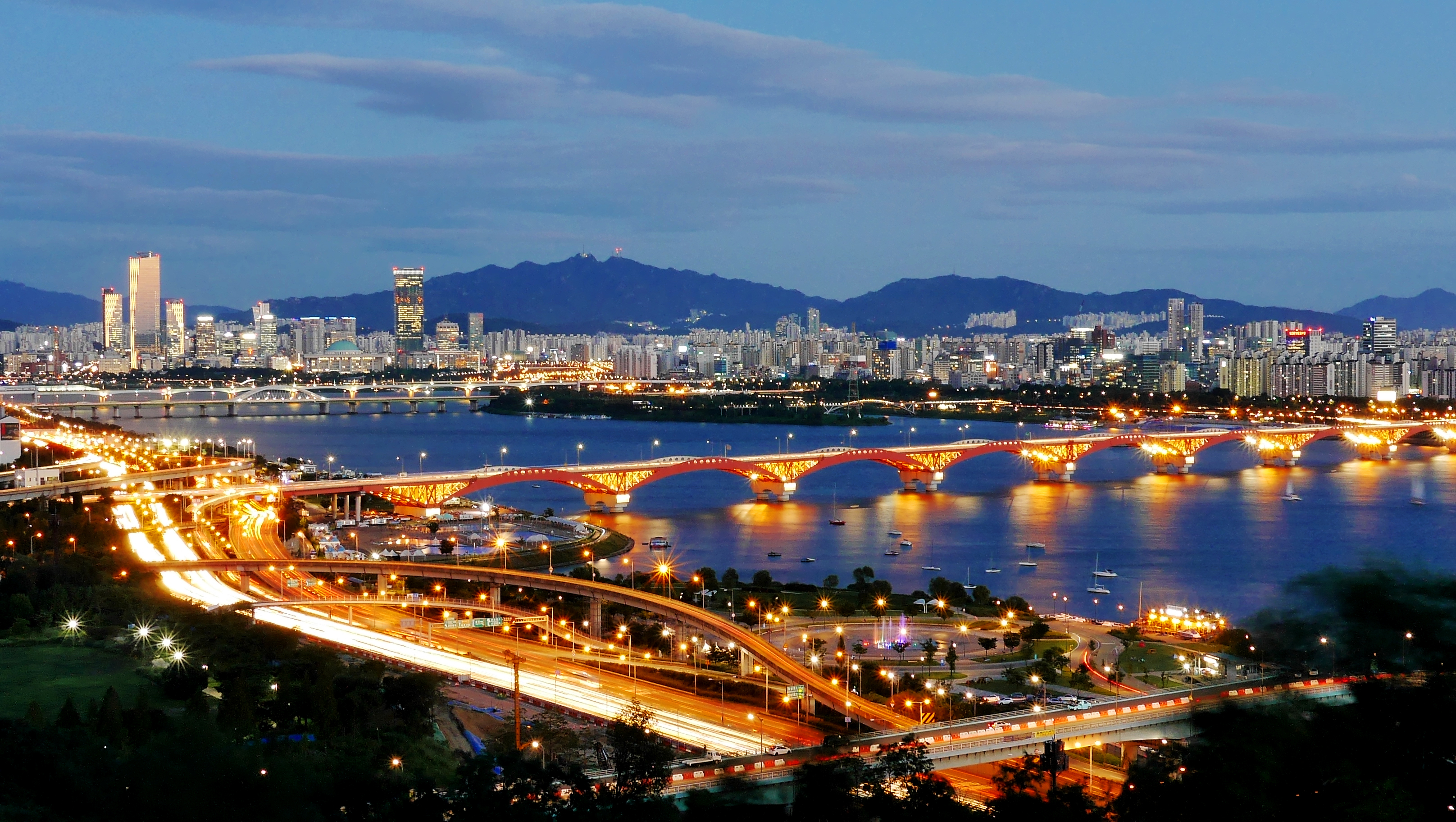 Seongsan Bridge and the Han River